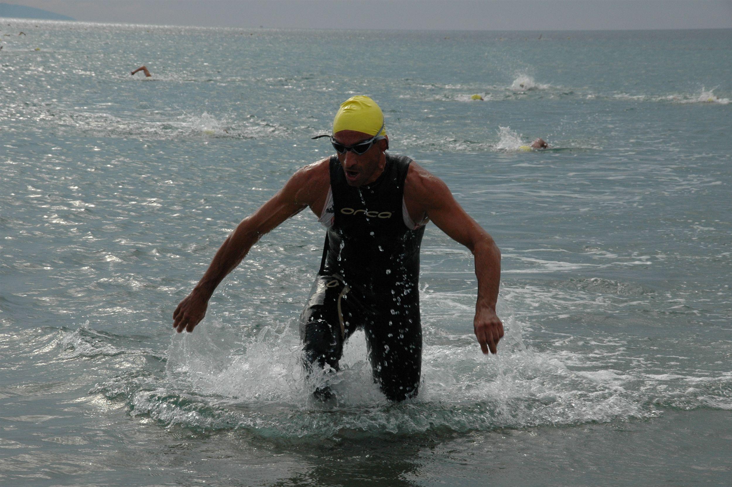 Προπόνηση Κολύμβησης για Τριαθλητές: Βελτιώνοντας την ευλυγισία στους αστραγάλους.