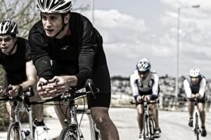 Το Τρίαθλο αποτελείται από τα τρία πιο δημοφιλή αθλήματα στον κόσμο: Κολύμβηση, Ποδηλασία και Τρέξιμο. Οι αθλητές ολοκληρώνουν διαδοχικά δίχως να σταματήσουν διαδρομές κολύμβησης, ποδηλασίας και τρεξίματος. Αυτή είναι η σειρά η οποία ακολουθείται στους αγώνες όμως υπάρχουν και αγώνες τριάθλου με διαφορετική σειρά των αθλημάτων.